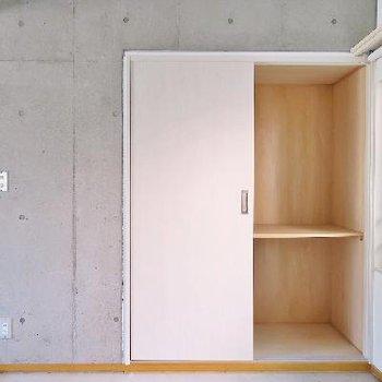 2階の和室の収納です。