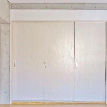 和室とリビングは引き込み戸で仕切れますね。