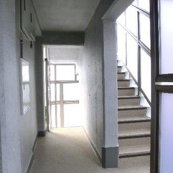 共用部もグッド◎ただしエレベーターはありません。