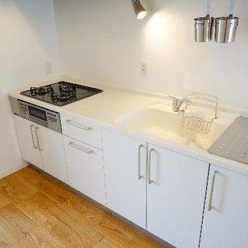 キッチンは3口ガスでゆったりサイズ◎