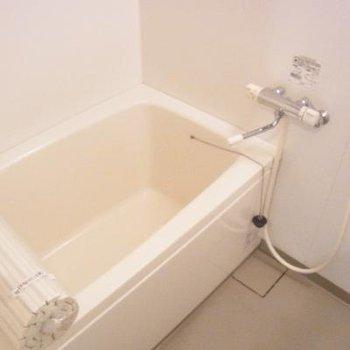 横幅広めに浴室!ゆったり。