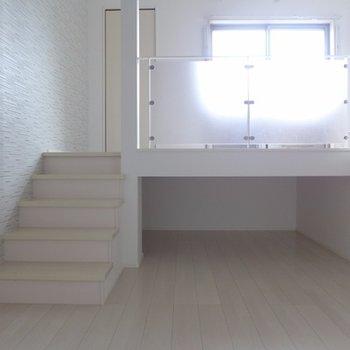 床下に収納できそうなスペースがあります※写真は別部屋