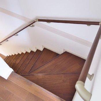 階段はこちらですね。