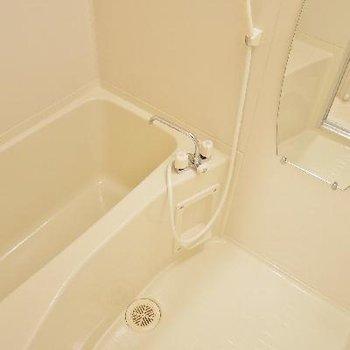 お風呂は普通だけど鏡が可愛いね!
