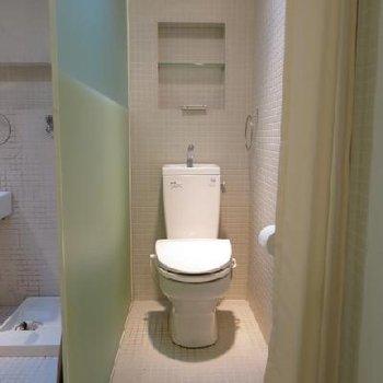 バストイレは別です。一応カーテンついてます
