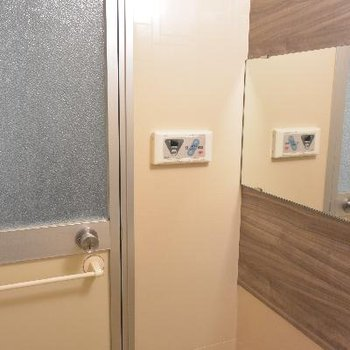 お風呂の扉、裏側もなんかして欲しかった…