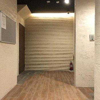 共用部も漆喰の壁でおしゃれな感じに!