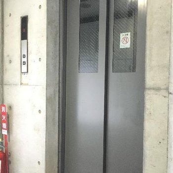 エレベーター14階建てなので必須ですね!