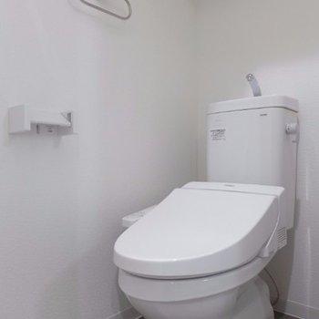 トイレも新品なので気持ちが良いですね※写真は別部屋