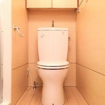 トイレ。真横はバスルームになります。
