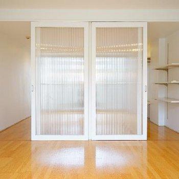 透明の引き戸で開放的♪