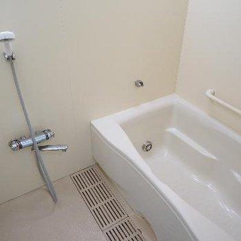 お風呂は追い焚きも付いてゆったりサイズ♪