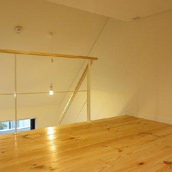 ロフトの天井も低すぎません。落ちないようにね※写真は別室