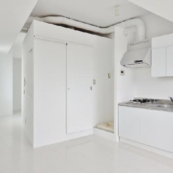 真っ白のクールなマンション