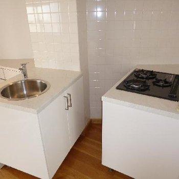 このキッチン、可愛い!