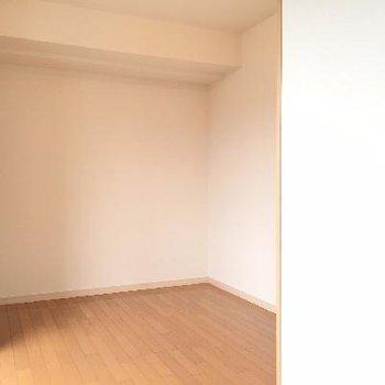 リビングルームから見たベッドルームです※写真は別部屋