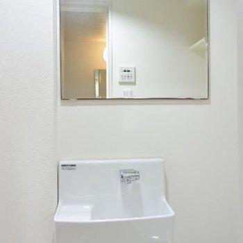 鏡が大きい手洗い