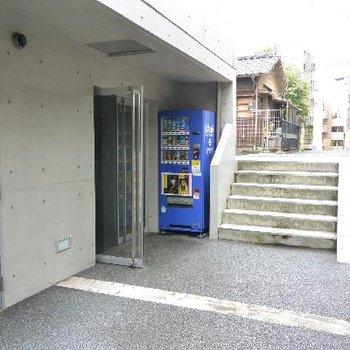 建物入口の自販機が意外に良いかもです