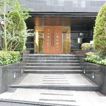 立派な建物入口