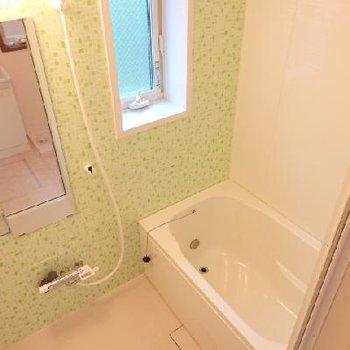 追い焚き&浴室乾燥付きのお風呂!