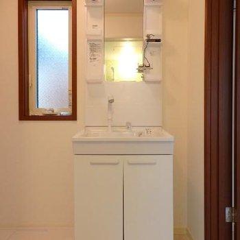 もちろん独立洗面台です