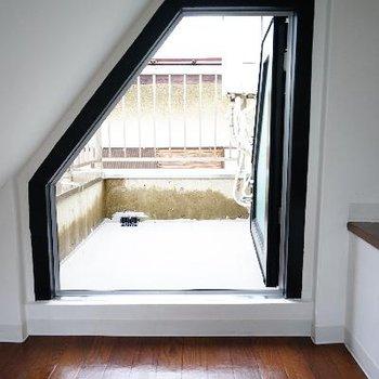 変わった窓の外はバルコニー!