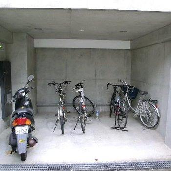 駅から遠いので駐輪場はあります。