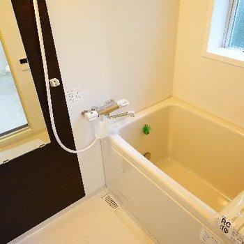 お風呂は追い焚きと乾燥機が!
