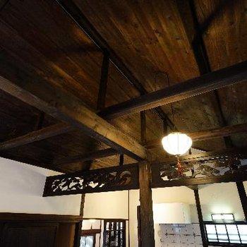 天井はこの梁。いいですね。