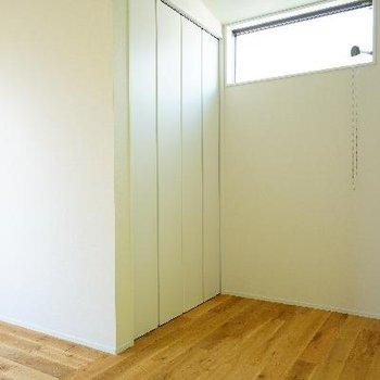 寝室スペースも窓あります!