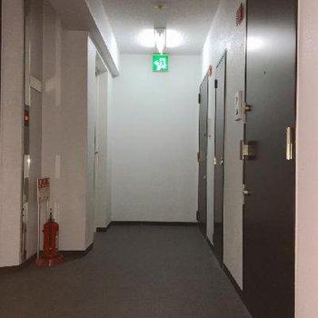 お部屋の前の廊下です。