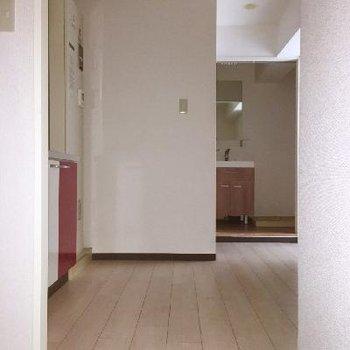 玄関とキッチンのスペース。これが結構広いんです。