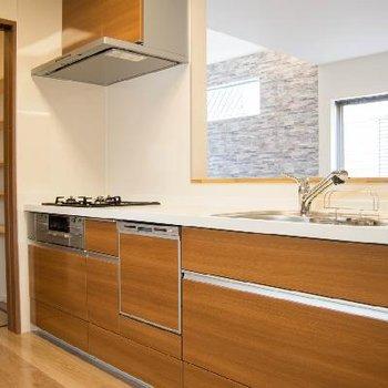 キッチンの横に便利な収納スペース!