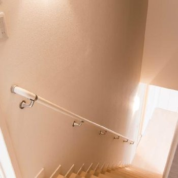階段の灯りが好き