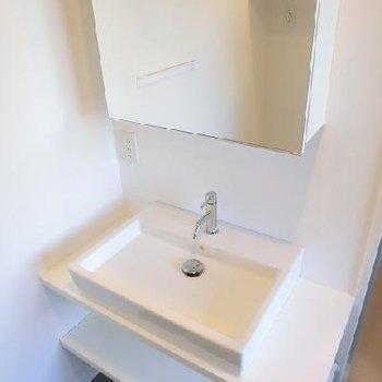 可愛い洗面台。※写真は別部屋です
