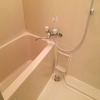 お風呂はシンプルに ※写真は別部屋です