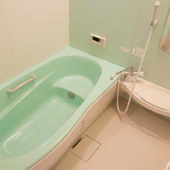 お風呂はやさしいお色味