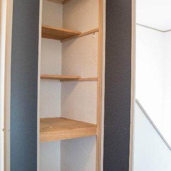 階段の上にだって収納