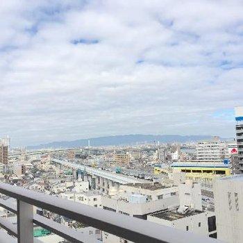 左を向くと、阪神高速の曲線。