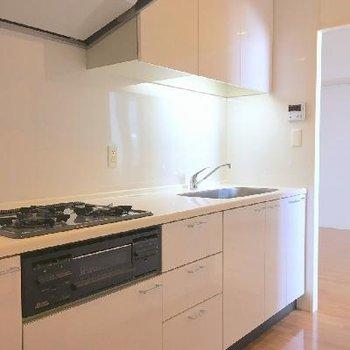 コンロ3口、お料理にも気合が入る、立派なキッチンです!