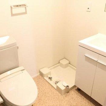 3点セット!トイレはウォシュレットもちゃんと付いてました!
