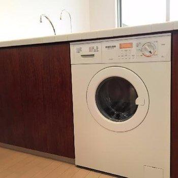 ここに、ドラム式洗濯機!