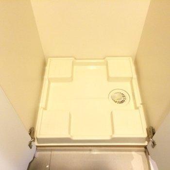 洗濯機置き場は玄関脇です