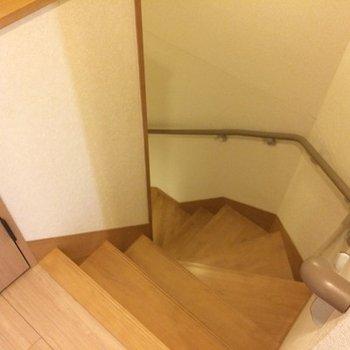 5階と6階を繋ぐ階段