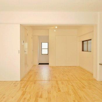 無垢の床がなんとも気持ちよい。