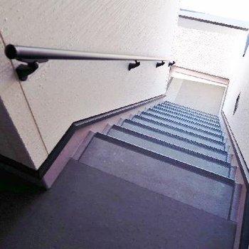 階段はこんな感じですね。