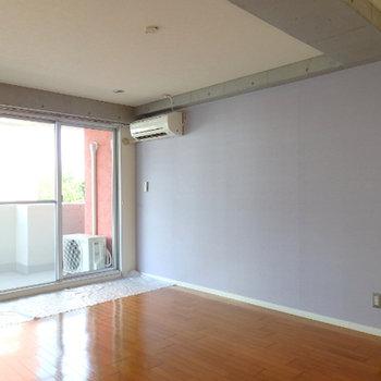 壁色は薄いパープル