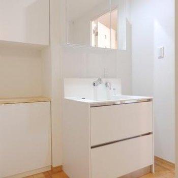 シンプルで使いやすそうな洗面台。