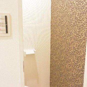 トイレの壁紙が…微妙