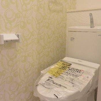 2Fトイレ、壁紙が微妙…
